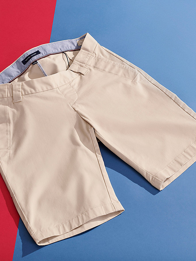 khaki adaptive seated regular fit shorts für herren - tommy hilfiger