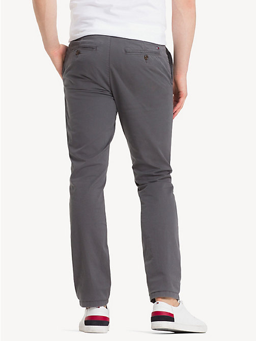 TOMMY HILFIGER Pantaloni chino in twill stretch biologico - MAGNET - TOMMY HILFIGER Pantaloni Chino - dettaglio immagine 1