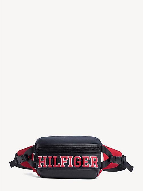 6595470ffd2 TOMMY HILFIGERRiñonera bandolera con logo de estilo universitario