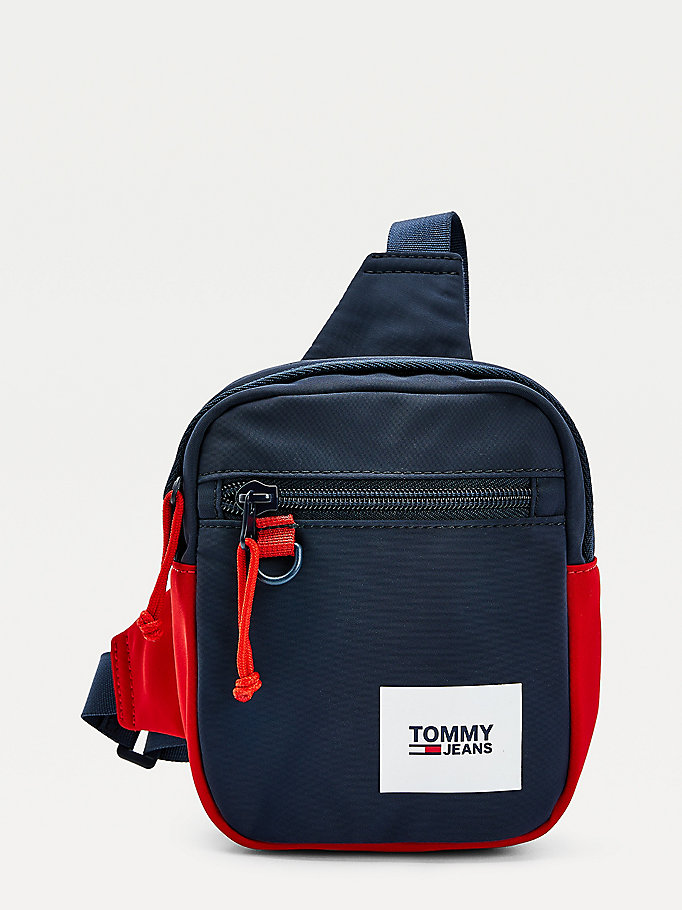 borsa stile pettorina essential color block blu da uomo tommy jeans