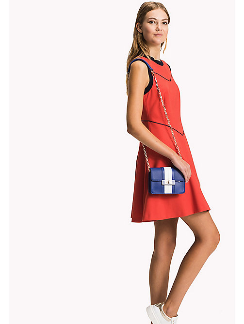 TOMMY HILFIGER Ledertasche mit Ketten-Trageriemen - SURF THE WEB/ BRIGHT WHITE - TOMMY HILFIGER Occasion Wear - main image 1