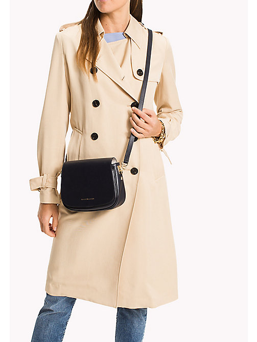 TOMMY HILFIGER Statement Strap Leather Saddle Bag - TOMMY NAVY - TOMMY HILFIGER Lista para la oficina - imagen detallada 1
