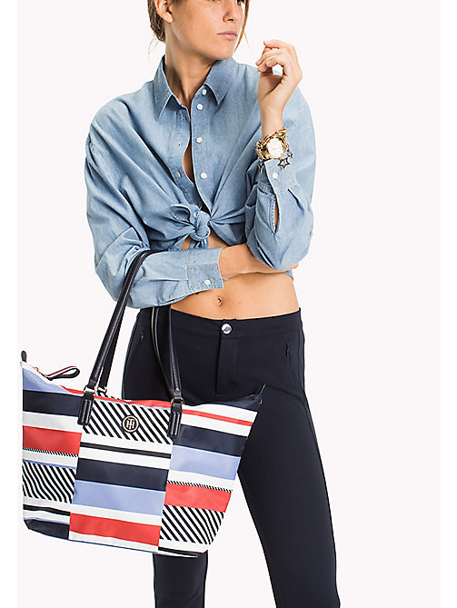 TOMMY HILFIGER Bolso tote de rayas - PATCHWORK STRIPE - TOMMY HILFIGER Bolsos Tote - imagen detallada 1