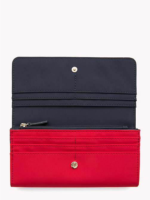 TOMMY HILFIGER DRESSY NYLON FLAP WALLET - TOMMY RED/ TOMMY NAVY - TOMMY HILFIGER Кошельки - подробное изображение 1