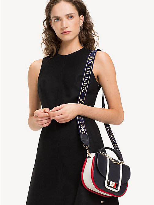 TOMMY HILFIGER Sac bandoulière TH Fancy en cuir - CORPORATE - TOMMY HILFIGER Looks de fête - image détaillée 1