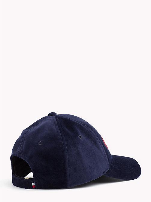 TOMMY HILFIGERCappello in velluto con logo ricamato. € 39 ea97c65b67b3