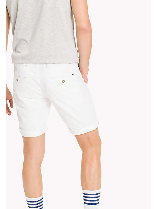 TOMMY JEANS Shorts straight fit aderenti in twill - CLASSIC WHITE - TOMMY JEANS Pantaloni - dettaglio immagine 1