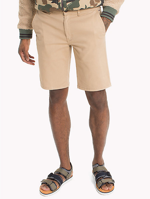 TOMMY JEANS Shorts straight fit aderenti in twill - INCENSE - TOMMY JEANS Pantaloni - immagine principale