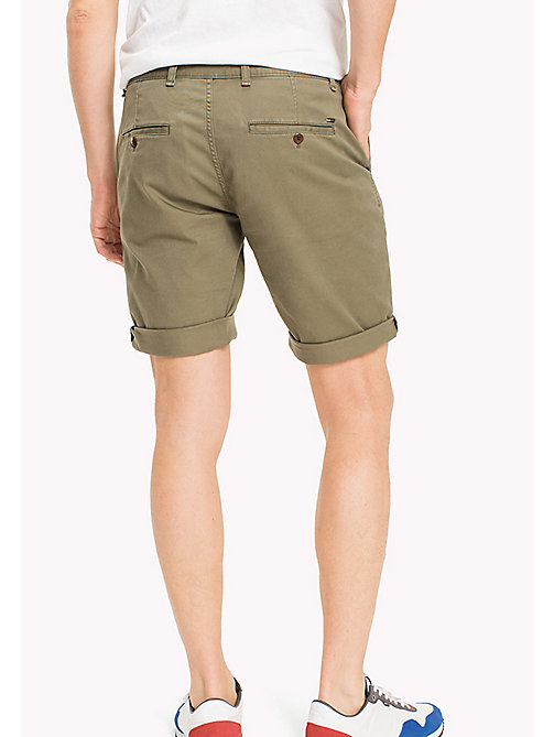 TOMMY JEANS Shorts straight fit aderenti in twill - DEEP LICHEN - TOMMY JEANS Pantaloni - dettaglio immagine 1
