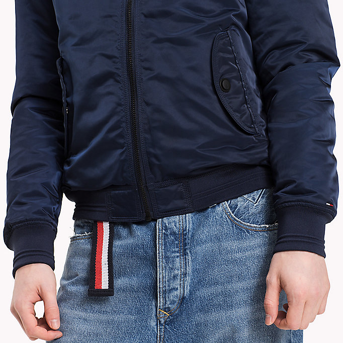 TOMMY JEANS Regular Fit Satin-Bomberjacke - WINDSOR WINE - TOMMY JEANS Kleidung - main image 4