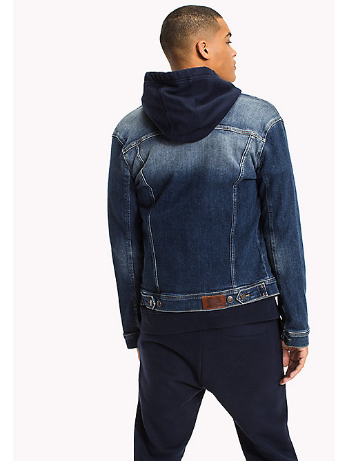 TOMMY JEANS Klassische Truckerjacke aus Denim - ILLINOIS MID BLUE STRETCH DESTRUCTED - TOMMY JEANS Mäntel & Jacken - main image 1