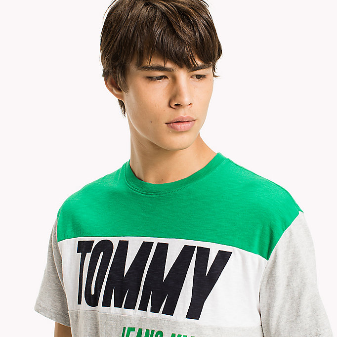 TOMMY JEANS Regular Fit Logo T-Shirt - CLASSIC WHITE - TOMMY JEANS Clothing - detail image 2