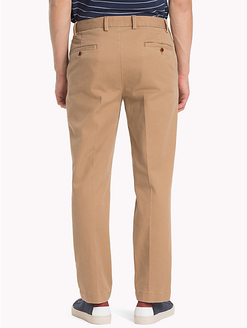 TOMMY JEANS Tommy Classics' relaxed fit chino - TIGER'S EYE - TOMMY JEANS Kleding - detail image 1