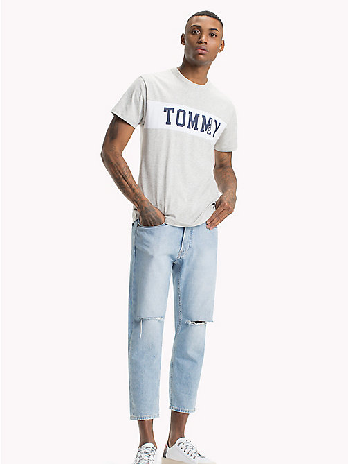 TOMMY JEANS Regular fit T-shirt met logo - LT GREY HTR - TOMMY JEANS Kleding - main image