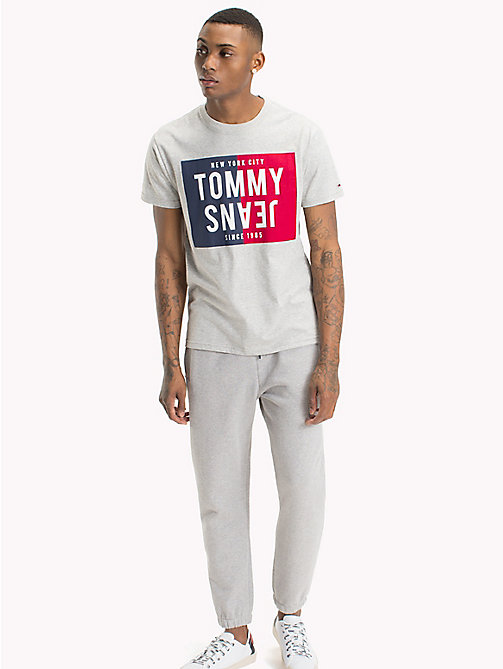 TOMMY JEANS T-shirt regular fit con logo - LT GREY HTR - TOMMY JEANS T-Shirts & Polos - immagine principale