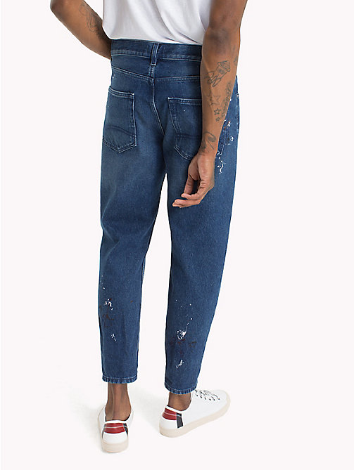 TOMMY JEANS Cropped Fit Jeans mit Farbspritzern - SPLASH MID BLUE RIGID - TOMMY JEANS Tapered Jeans - main image 1