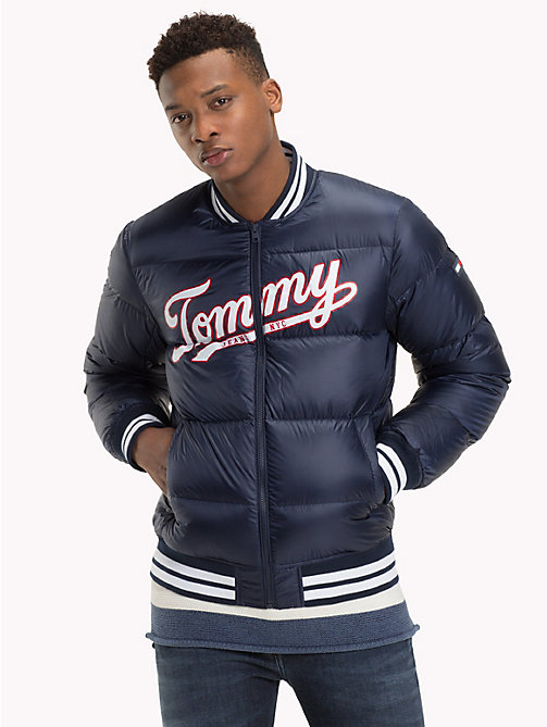 TOMMY JEANS Bomberjacke mit Tommy Jeans-Logo - BLACK IRIS - TOMMY JEANS Sustainable Evolution - main image