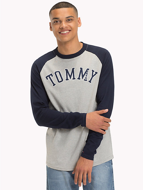 TOMMY JEANS Raglan Baseball T-Shirt - BLACK IRIS / LT GREY HTR - TOMMY JEANS Sustainable Evolution - main image