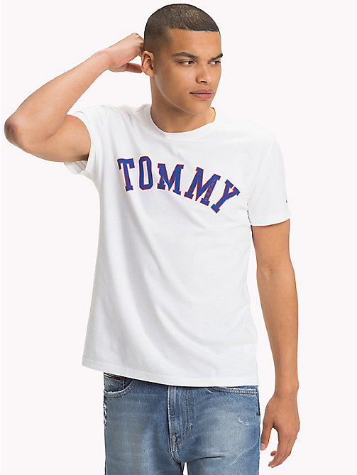 TOMMY JEANS T-shirt à logo en coton bio - CLASSIC WHITE - TOMMY JEANS Sustainable Evolution - image principale