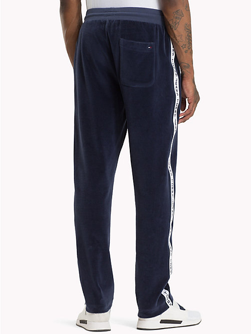 TOMMY JEANS Jogginghose aus Velours - BLACK IRIS - TOMMY JEANS Trainingsanzüge - main image 1