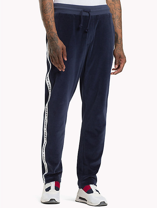 TOMMY JEANS Jogginghose aus Velours - BLACK IRIS - TOMMY JEANS Trainingsanzüge - main image