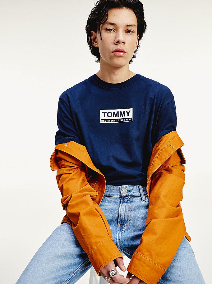 blue organic cotton box logo t-shirt for men tommy jeans