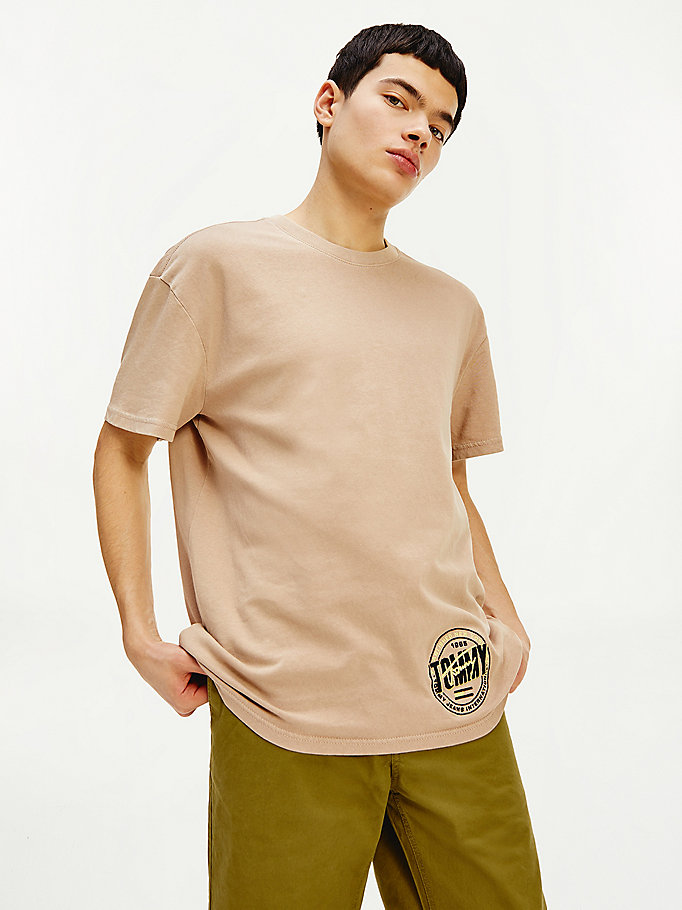 beige relaxed fit logo t-shirt for men tommy jeans