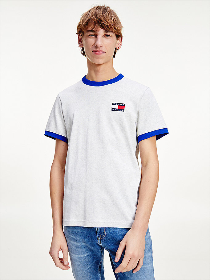 grey contrast badge t-shirt for men tommy jeans