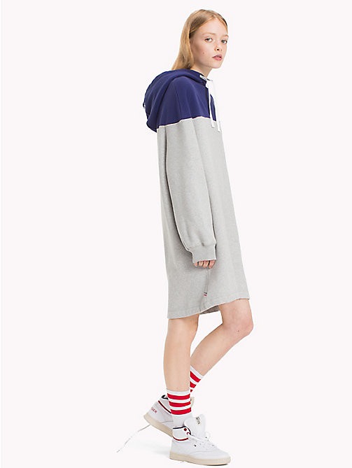 TOMMY JEANS Colourblocked fleece jurk - LIGHT GREY HTR / BLUE RIBBON - TOMMY JEANS Jurken & Jumpsuits - main image