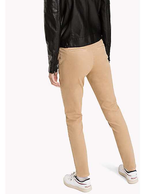 TOMMY JEANS Cotton Stretch Slim Chino - GINGER ROOT - TOMMY JEANS Trousers - detail image 1