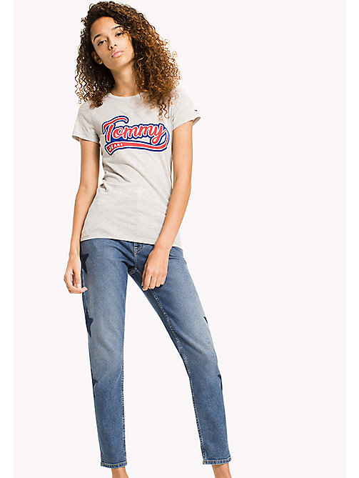 TOMMY JEANS Fitted Logo T-Shirt - LIGHT GREY HTR - TOMMY JEANS FEMMES - image principale