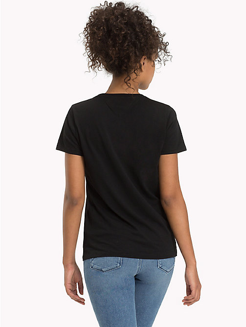 TOMMY JEANS Logo T-Shirt - TOMMY BLACK - TOMMY JEANS Sustainable Evolution - imagen detallada 1