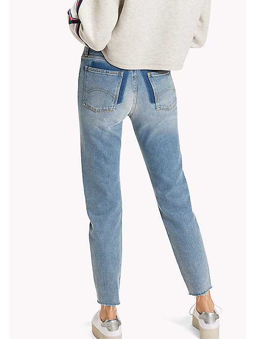 TOMMY JEANS Jean Izzy taille haute - TOMMY JEANS LIGHT BLUE RIGID - TOMMY JEANS Jeans girlfriend - image détaillée 1