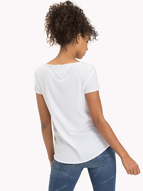 TOMMY JEANS Organic Cotton Jersey T-Shirt - BRIGHT WHITE - TOMMY JEANS Sustainable Evolution - imagen detallada 1