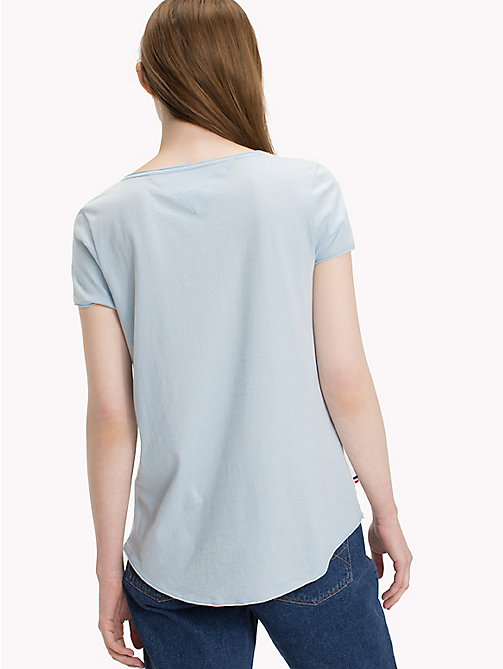 TOMMY JEANS Organic Cotton V-Neck T-Shirt - SKYWAY - TOMMY JEANS Sustainable Evolution - detail image 1