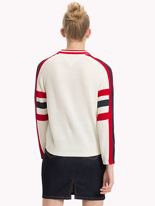 TOMMY JEANS Sweter z logo Spirit of 85 - CLOUD DANCER - TOMMY JEANS Bluzy dresowe i Swetry - detail image 1