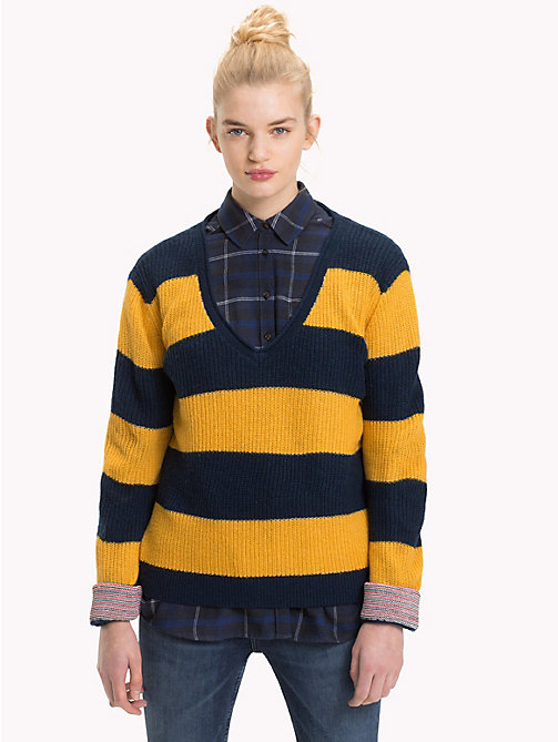 TOMMY JEANS All-Over Stripe V-Neck Jumper - MANGO MOJITO / BLACK IRIS - TOMMY JEANS Knitwear - main image