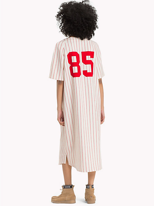 TOMMY JEANS Abito baseball a righe all over - CLOUD DANCER / SAMBA - TOMMY JEANS Maxi - dettaglio immagine 1