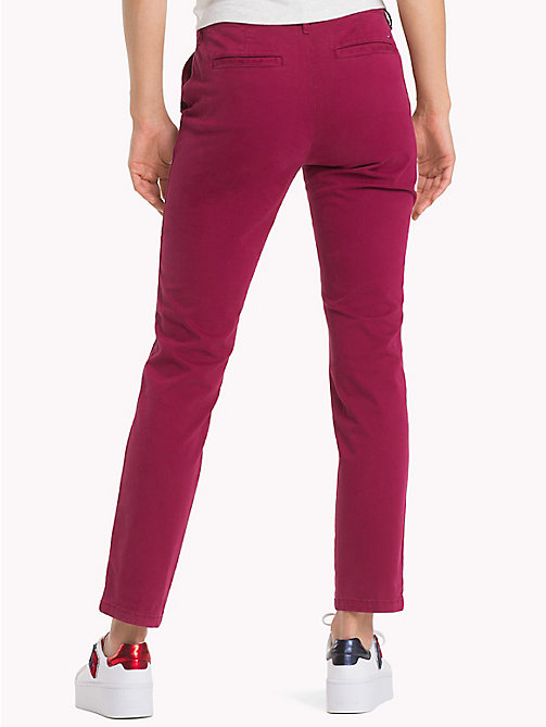 TOMMY JEANS Essential slim fit mid rise chino - RUMBA RED - TOMMY JEANS Broeken & Rokken - detail image 1