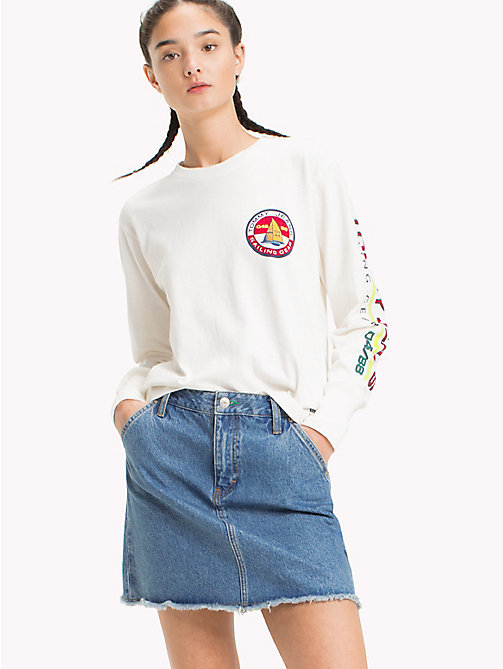 TOMMY JEANS 90s Long-Sleeve Logo T-Shirt - BRIGHT WHITE - TOMMY JEANS Capsule - main image