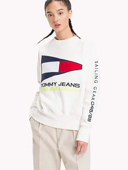 TOMMY JEANS 90s Sailing Logo Sweatshirt - BRIGHT WHITE - TOMMY JEANS VACATION - main image