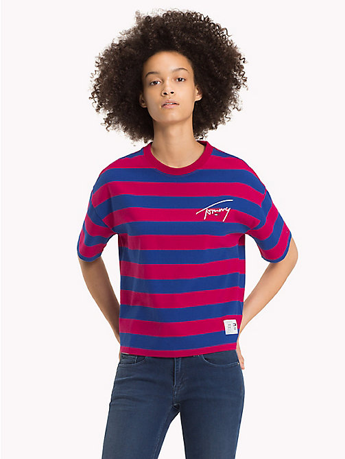 TOMMY JEANS Signature T-shirt met strepen - CERISE / SURF THE WEB - TOMMY JEANS Signature Collection - main image