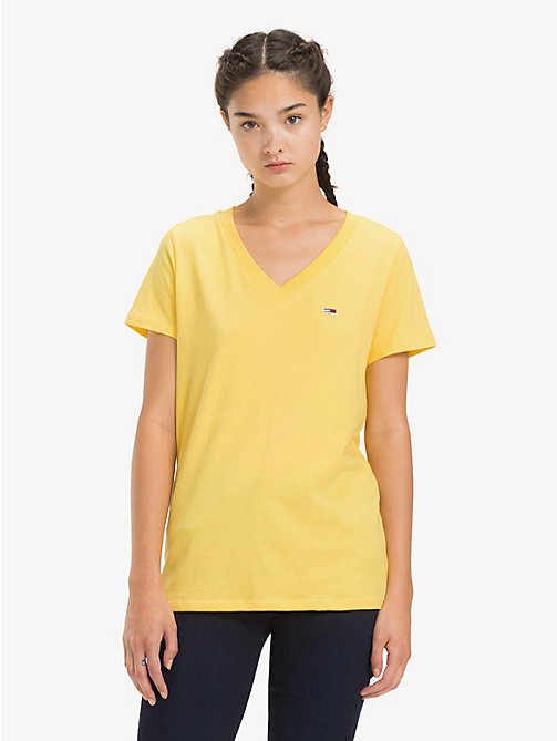 TOMMY JEANS Tommy Classics V-Neck T-Shirt - ASPEN GOLD - TOMMY JEANS Sustainable Evolution - main image
