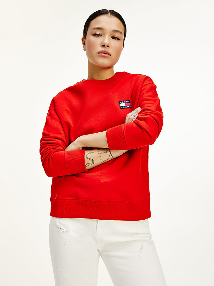 red tommy badge organic cotton sweatshirt for women tommy jeans