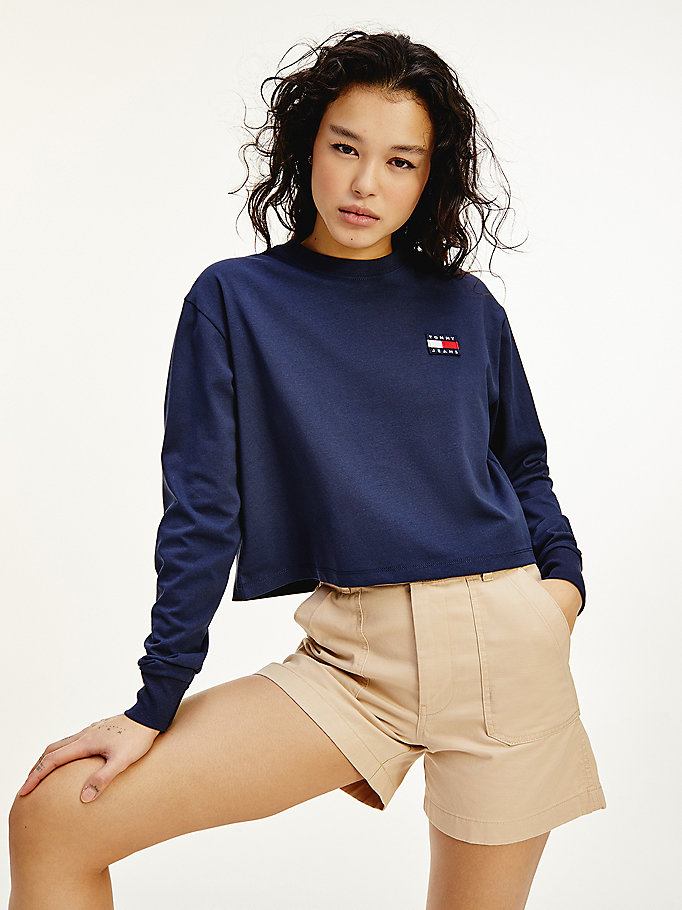 blau cropped fit langarmshirt mit tommy-badge für women - tommy jeans