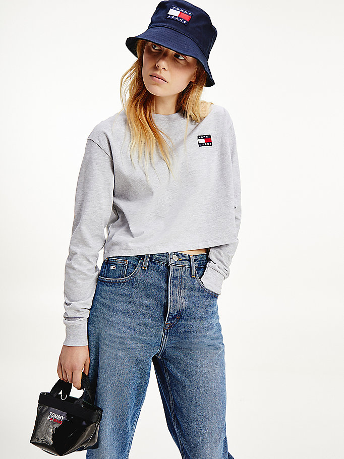 grey tommy badge long sleeve cropped t-shirt for women tommy jeans