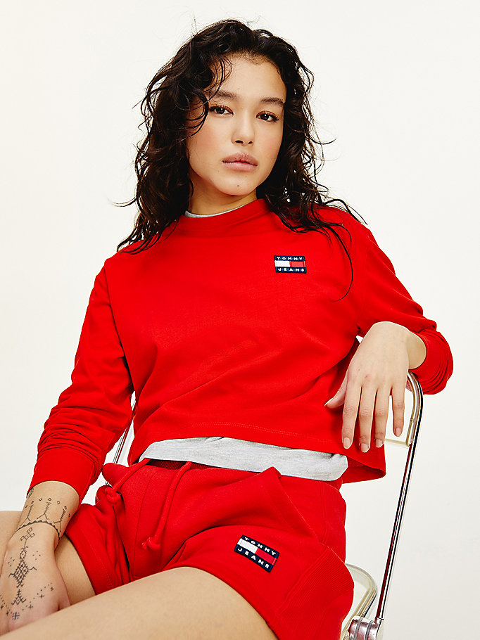 red tommy badge long sleeve cropped t-shirt for women tommy jeans