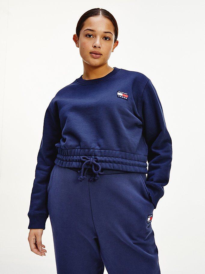 sweat curve court en coton bio à badge tommy bleu pour women tommy jeans
