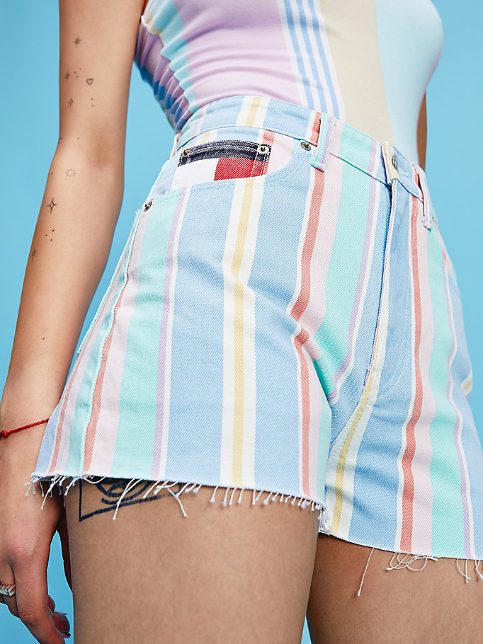 short mom pastel rayé en denim bleu pour women tommy jeans