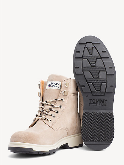 TOMMY JEANS Pure Suede Logo Ankle Boots - DESERT SAND - TOMMY JEANS Sustainable Evolution - detail image 1